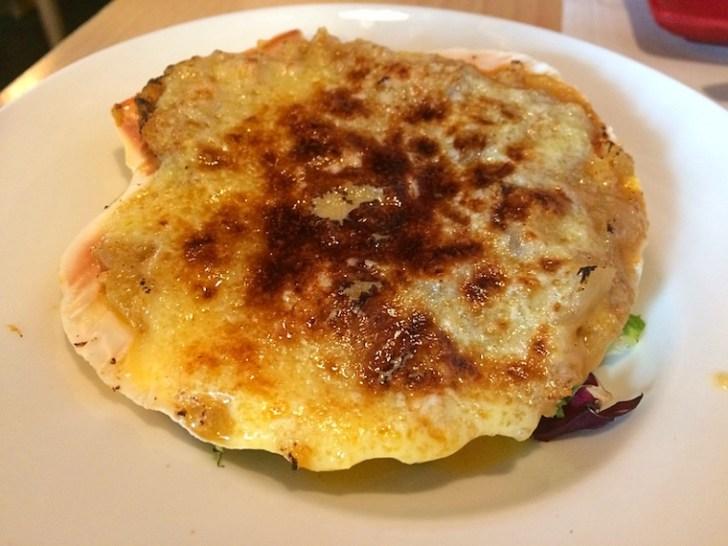 セビリアのレストランエンリケベセラの貝のグラタン