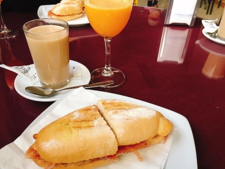 カサベルメハのバルの朝食