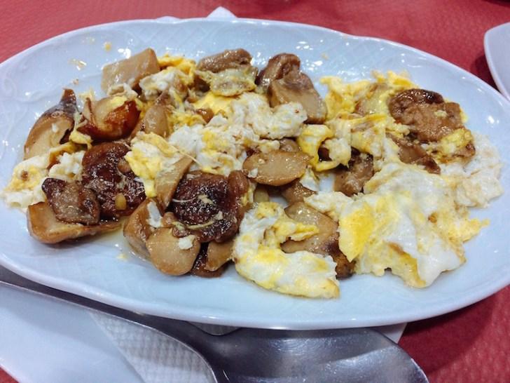 セビリアのきのこバル「マルティンブランコ」のきのこスクランブルエッグ
