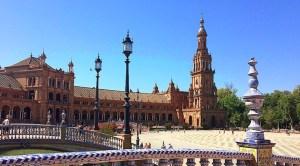 『スペイン広場』とセビリアの青空のコントラストが美しすぎる
