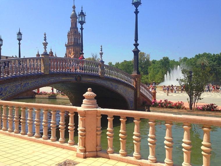 セビリアのスペイン広場と橋