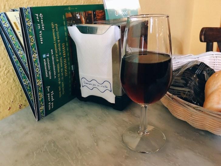 セビリアのバル『コロニアレス』のオレンジワイン