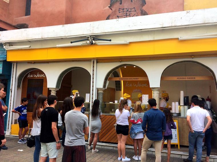 スペインICE WAVEのロールアイスの店
