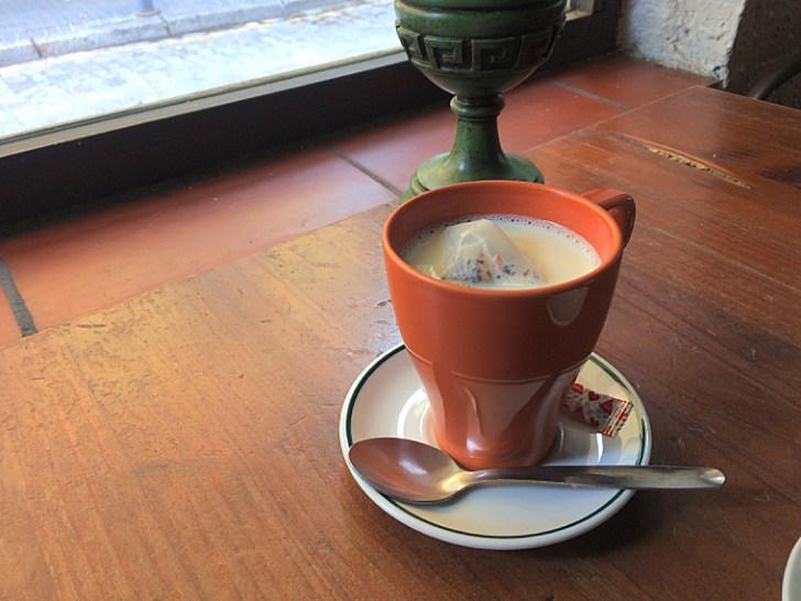 セビリアのカフェピオーラのチャイ