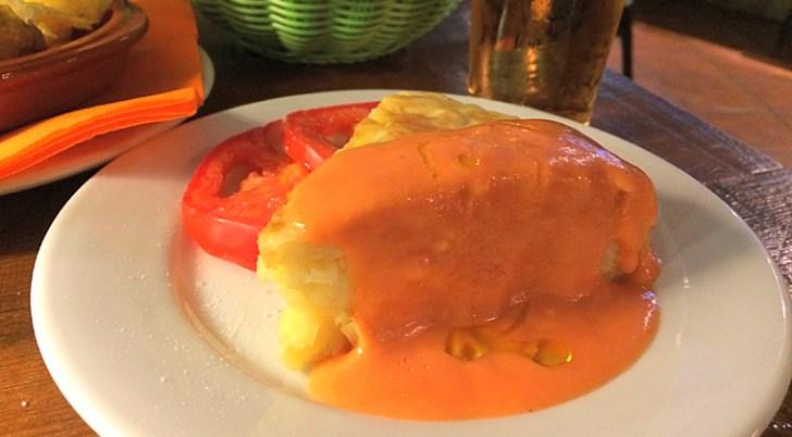 セビリアのお気に入りカフェ『Cafe Piola』のサルモレホがけスペインオムレツ!