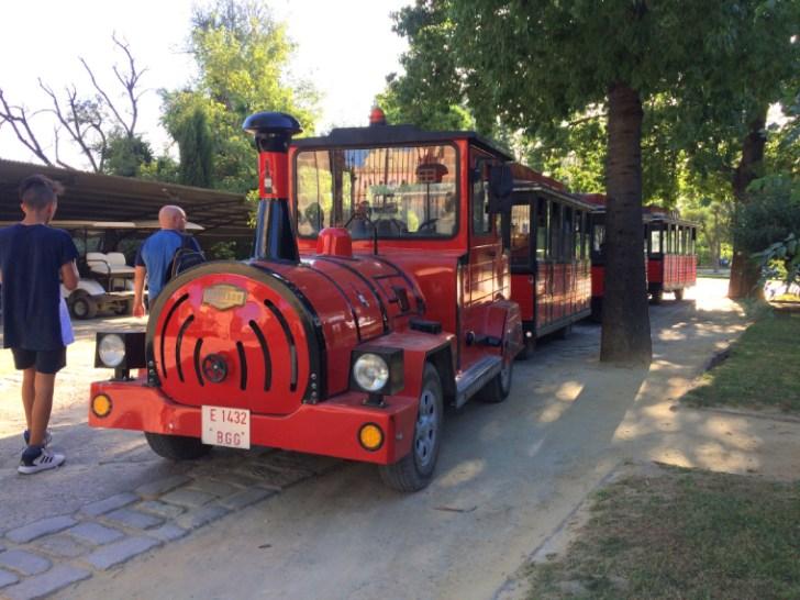 ヘレスのシェリー酒のボデガ見学のミニ電車