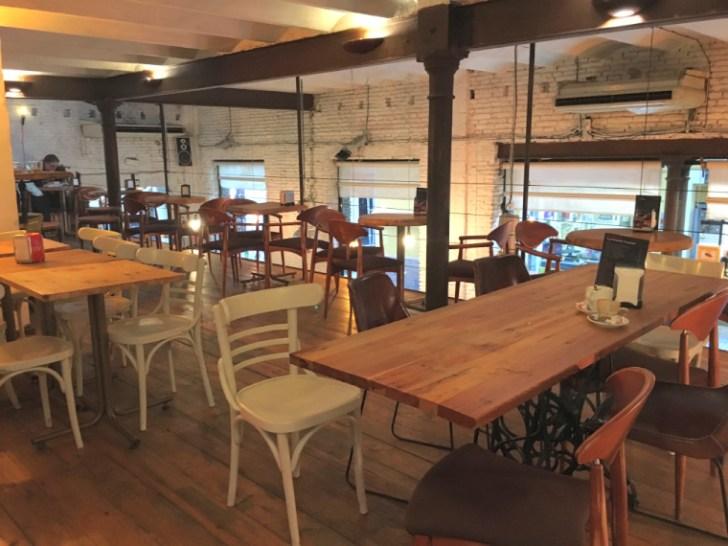 セビリアのWiFiカフェ『Emeprador Trajano』の店内