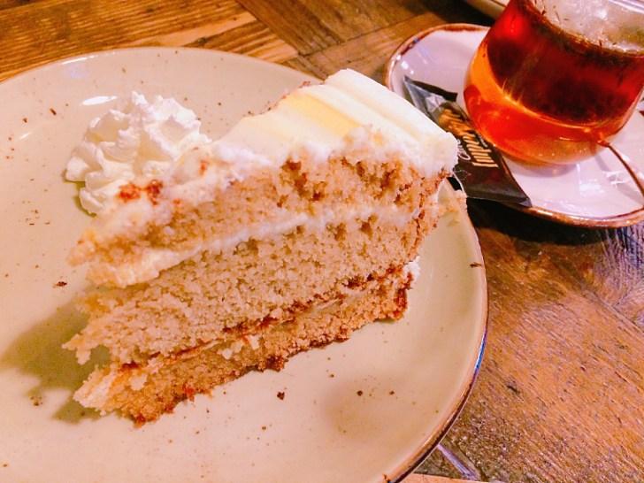 セビリアのWiFiカフェ『Paradas 7』のケーキ