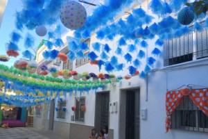 モロンの地元のお祭り『ベルベナ』に!カラフルでかわいい小道たち。