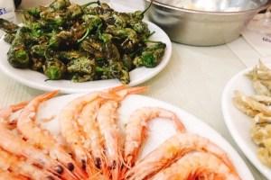 マラガのシーフードレストラン『Casa Vicente』で海老の鉄板焼きと魚のフライ