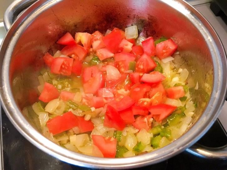 スペイン家庭料理「イカとじゃがいもの煮込み」のレシピ・作り方