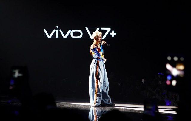Dalam Vivo V7+ Perfect Moment Grand Launch ini juga menjadi momen penting bagi Agnez Mo sebagai salah satu anggota keluarga besar PT Vivo Mobile Indonesia untuk pertama kalinya menyanyikan beberapa lagu terbaru dari album internasional perdananya di panggung Vivo V7+ Perfect Moment Grand Launch.