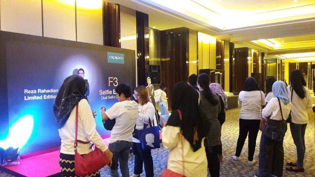 Pengunjung Acara OPPO F3 Reza Phone Limited Edition
