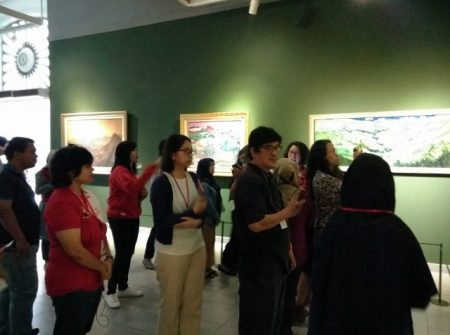 Pengunjung di Pameran Lukisan Senandung Ibu Pertiwi