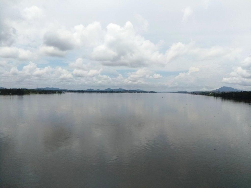 Pemandangan Sungai Kapuas dari Jembatan Tayan
