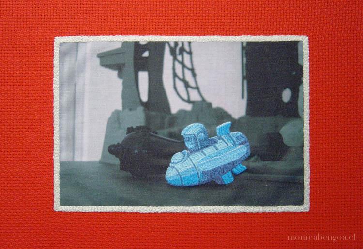 Cinco bordados a mano sobre transfer fotográfico en tela de algodón.
