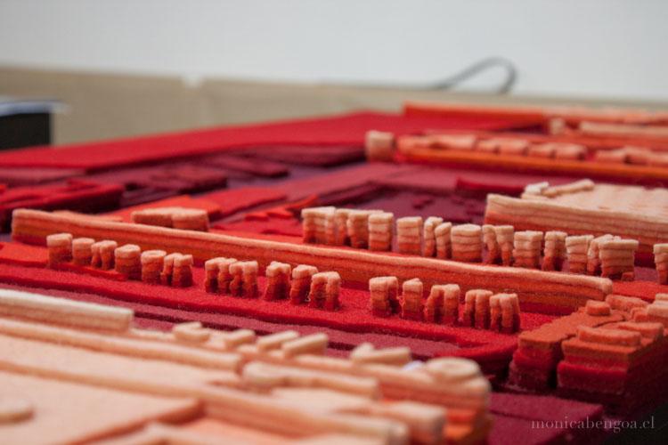 Doce capas de fieltro de lana natural calado a mano