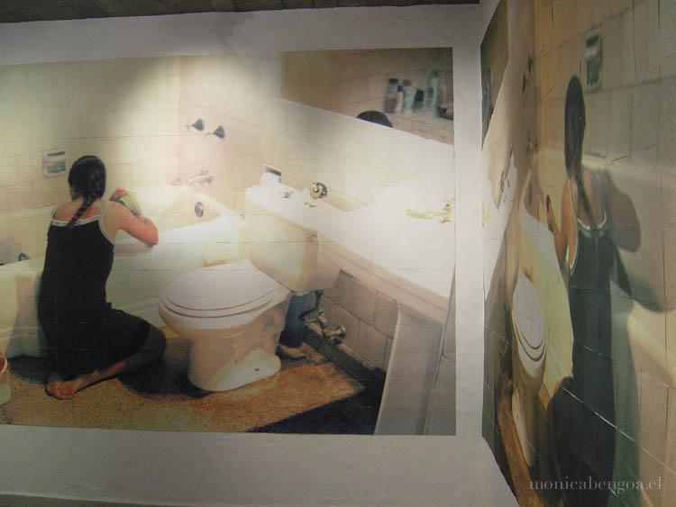 Instalación mural de dos fotografías impresas a inyección de tinta sobre 284 módulos de papel de acuarela, 15 x 15 cm c/u.