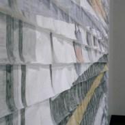 Mural de 1.330 servilletas de papel coloreadas a mano.