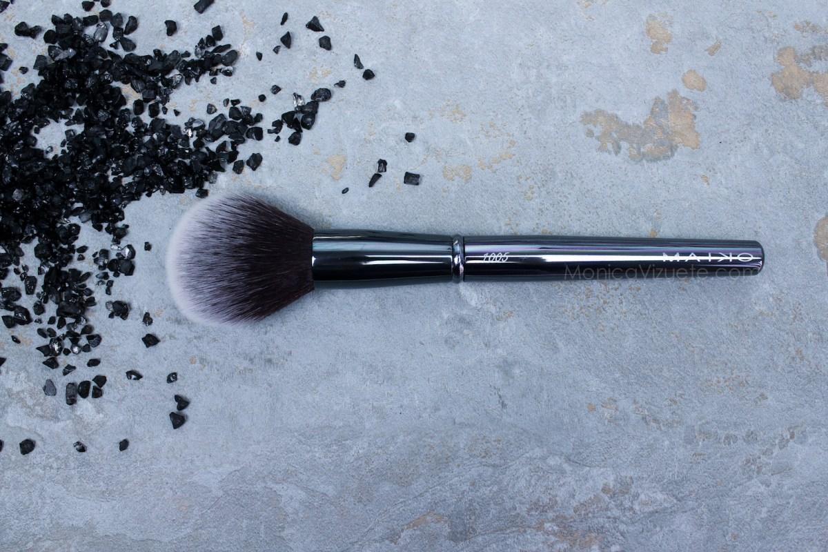 Maiko-brochas-1005-luxury- grey-monica-vizuete