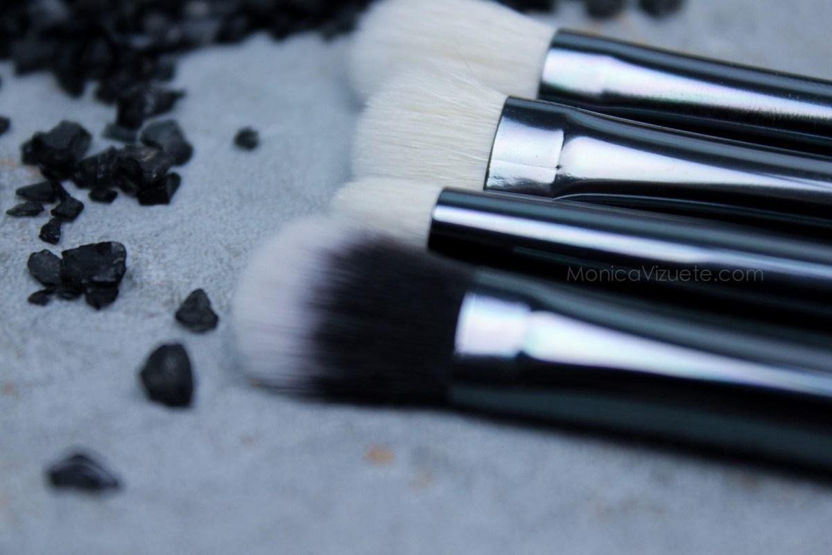 Maiko-brochas-luxury- grey-monica-vizuete