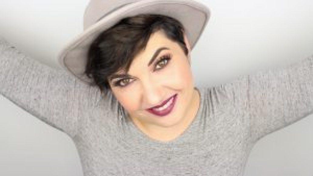Monica-Vizuete-Swatches-Pierre-Rene-Royal-Mate-lipstick-21-Elegance-Plum