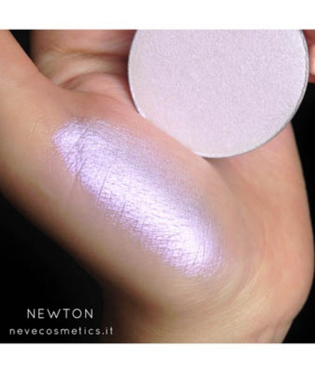 Monica-Vizuete-Neve-cosmetics-review
