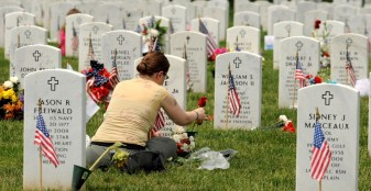 Woman visits grave of solider killed in the Iraq War - History.com.