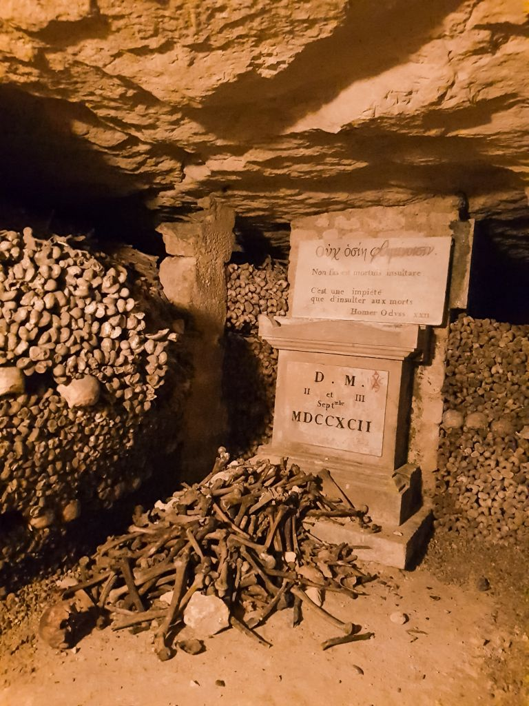 Catacombs of Paris 2
