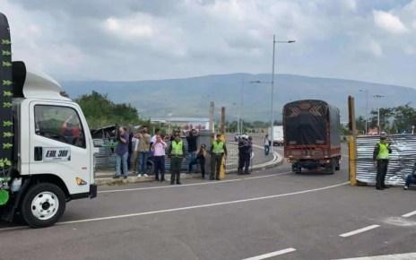 Grupo armado roba dos camiones con donaciones para ni?os venezolanos en Colombia, el ?hecho ocurri? en la via Tame-Arauca,