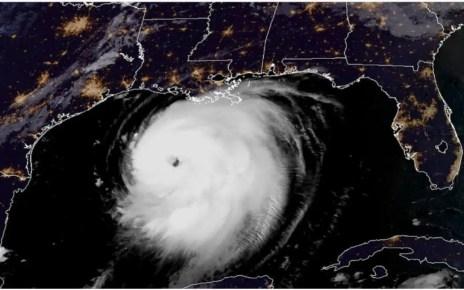 """El huracán Laura, se convirtió en categoría 3 este miércoles, y alertan que se """"fortalecerá rápidamente"""", y podría llegar a categoría 4,"""