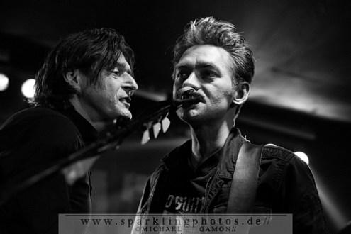 2010-11-26_Dead_Guitars_-_Bild_006x.jpg
