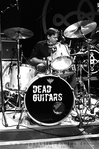 2011-11-01_Dead_Guitars_-_Bild_015.jpg