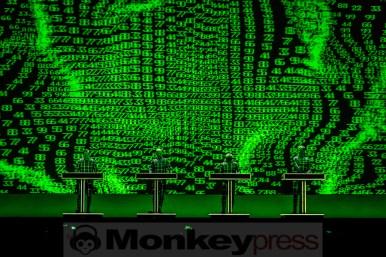 Kraftwerk mit hypnotischen 3D-Effekten im Palladium