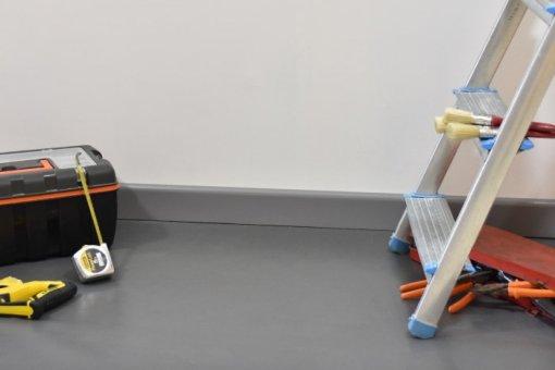 Plinthe passe-câbles PVC gris - travaux / rénovation