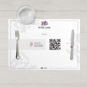 Visuel d'un set de table avec le QR code pour pouvoir accéder au menu digital et au cahier de rappel digital