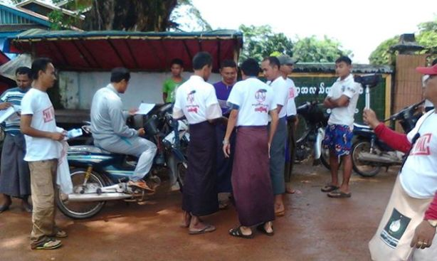 Ye Social Society Group collecting signatures from locals against the construction of coal-fired power plant (Photo: Ye Taw-win)
