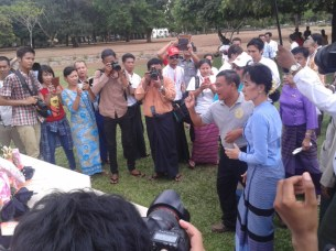 Daw Aung San Suu Kyi seen at Thanpyuzayat War Cemetery
