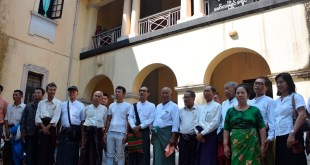 88 Generation organization members in front of the Mawlamyine District Court (Photo: MNA)