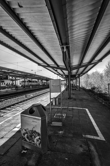 2015-04-15-BahnhofWeinheim-L1001568 by Roger Schäfer.