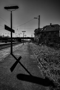 2015-04-15-BahnhofWeinheim-L1001577 by Roger Schäfer.