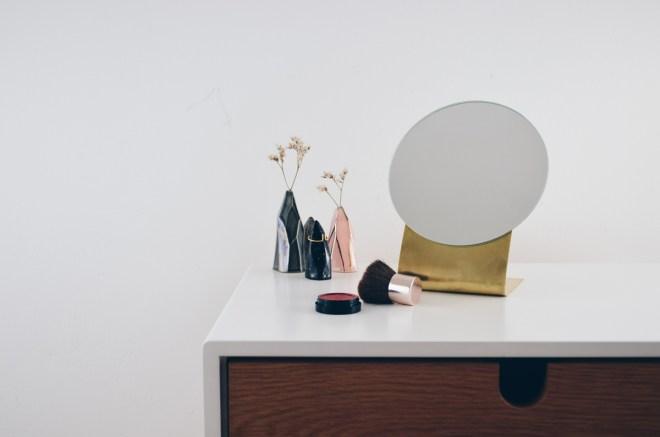 DIY-Anleitung für einen minimalistischen Spiegel aus Messing
