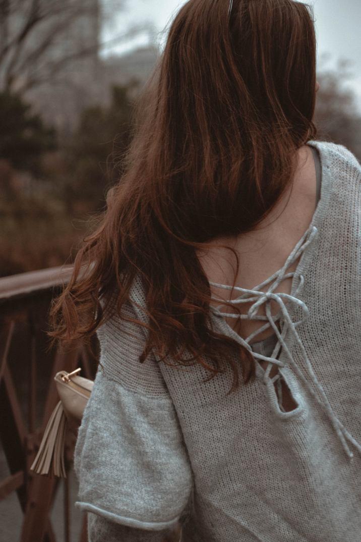Monochrome Minimalist | Amy Lynn Clothing | London | UK | Workwear | Workwear trends | Floral Midi Skirt | Ruffled Knit