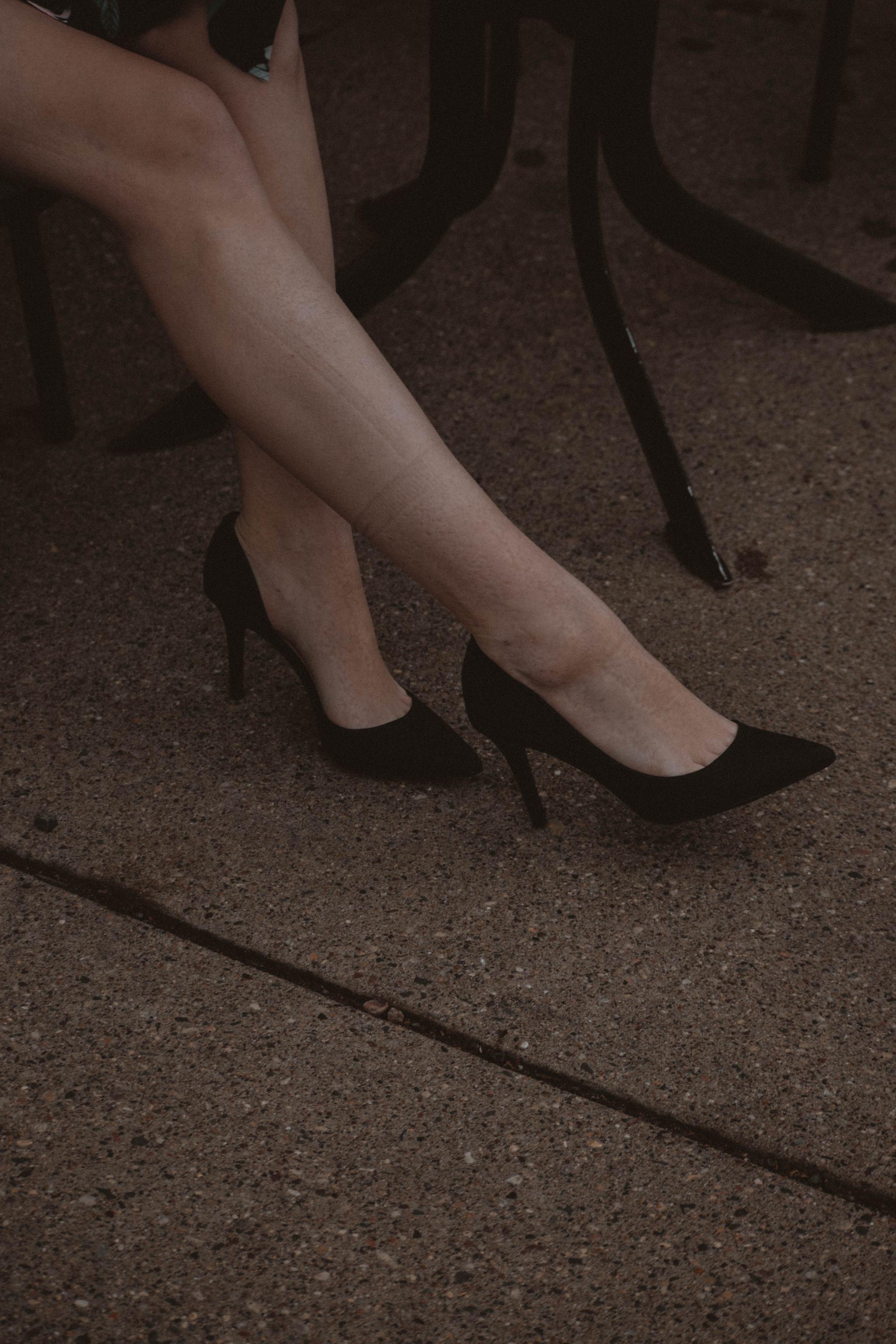 Monochrome Minimalist | Amy Lynn Clothing | London | UK | Workwear | Workwear trends | Floral Midi Skirt | Pointed Toe Pumps