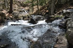 Les nombreux sentiers dans le parc de la Gatineau permettent de longer des cours d'eau enchanteurs comme ici, à la chute Lauriault.