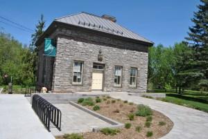 La Maison du vélo est située dans le parc Jacques-Cartier à Gatineau.