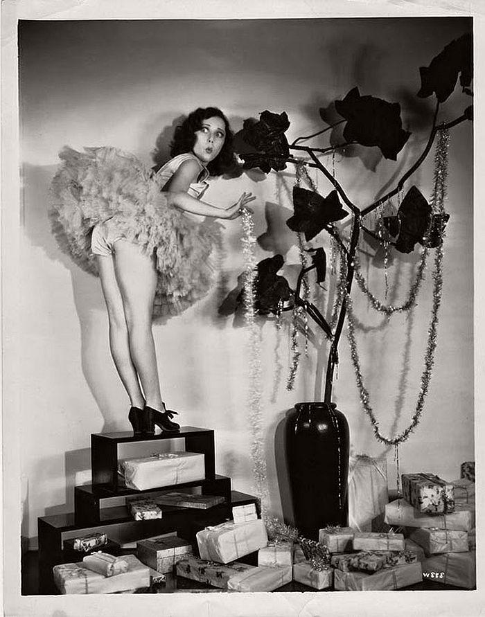 Vintage Hollywood Christmas Pin Up Girls MONOVISIONS