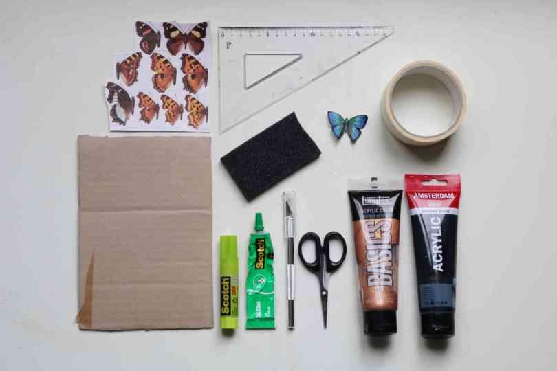 matériel récup DIY cabinet de curiosités avec des papiers en papier