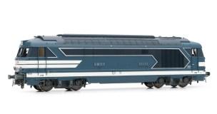 sncf-locomotive-diesel-bb-67400-livree-bleue-a-plaques-avec-jupes-hj2328-hj2329