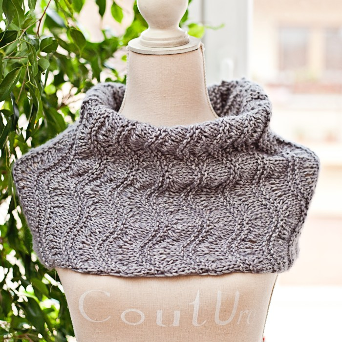 New Free Knitting Pattern - Ripples and Ridges Cowl, knit pattern by Mon Petit Violon